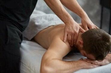 Tipuri și beneficii ale masajului terapeutic