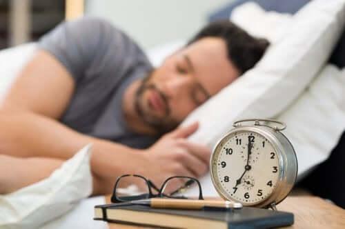 3 obiceiuri pentru îmbunătățirea calității somnului