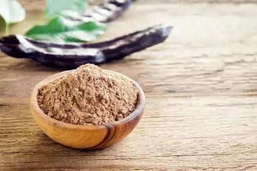 6 proprietăți și beneficii ale făinii de carob