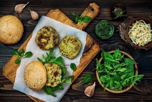 Burgeri vegani din quinoa