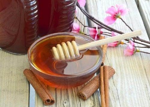 Castron cu miere și scorțișoară