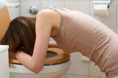 Fată care află ce este diabulimia