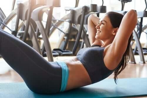 Antrenarea mușchilor abdominali: 4 sfaturi utile