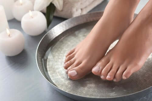 4 tipuri de băi terapeutice pentru picioare