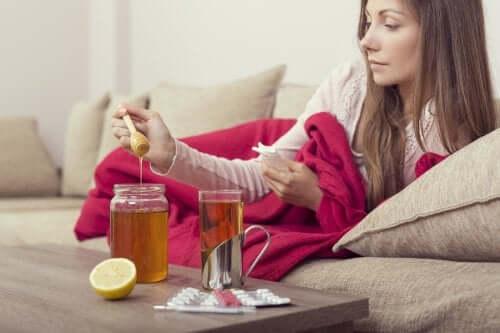 Descoperă 3 remedii cu miere pentru gripă