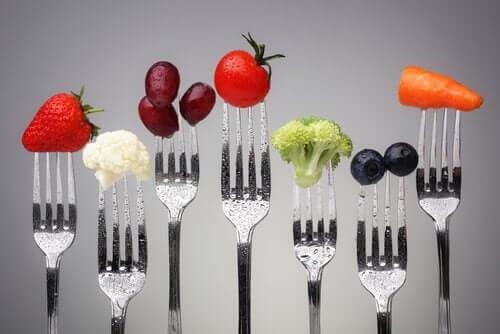 Furculițe cu alimente pentru prevenirea obezității