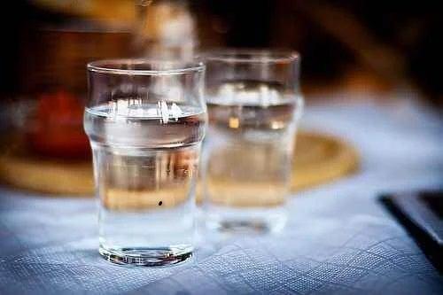 Pahare cu apă plată