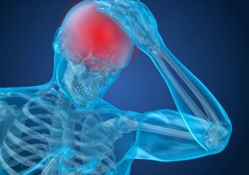 Persoană care are o durere de cap