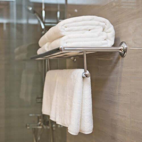 Prosoape așezate în baie