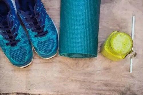 Shake cu proteine de cânepă și legume verzi