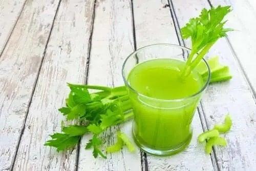 Beneficii ale sucului de țelină și contraindicații