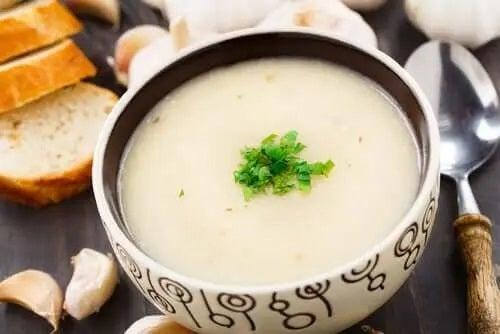 Rețete de supă cu usturoi vegană