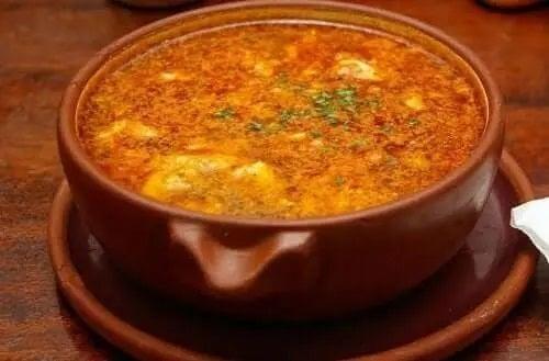 Rețete de supă cu usturoi și chorizo