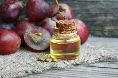 Cum să prepari o cremă antirid cu ulei de struguri