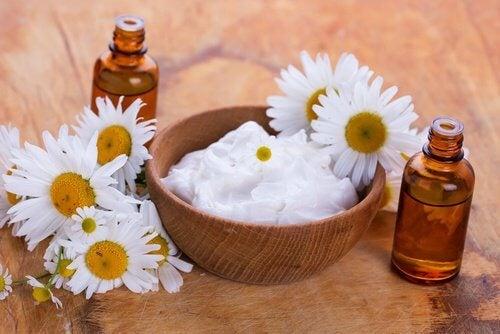 Cremă naturală pentru albirea pieli cu ulei de migdale
