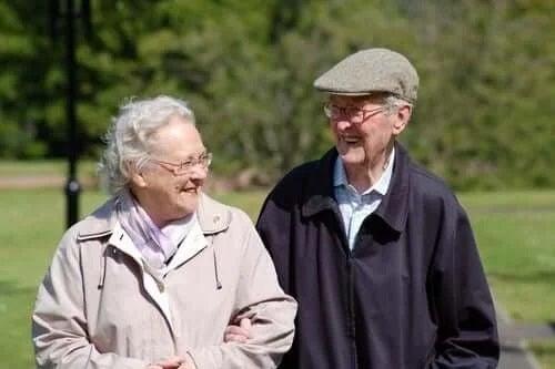 Cuplu de bătrâni