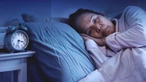 Femeie care trebuie să ia hipnotice sau somnifere ca să doarmă