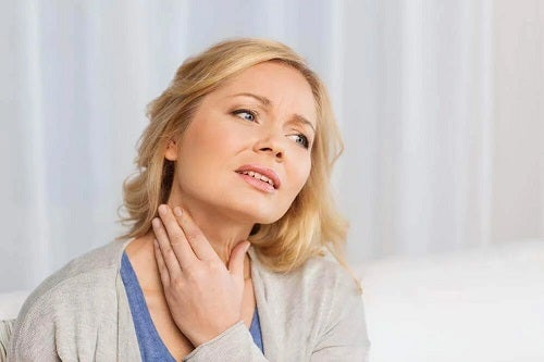 Femeie cu noduli tiroidieni