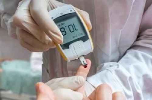 Medic care verifică funcția glucozei