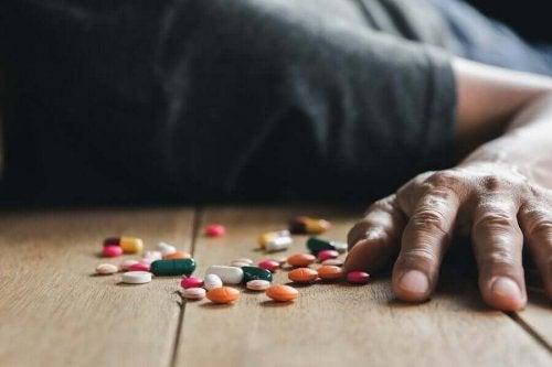 Pacient care a leșinat pentru că a luat prea multe medicamente