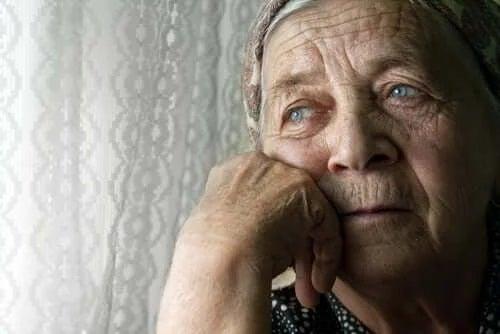 Singurătatea la bătrâni
