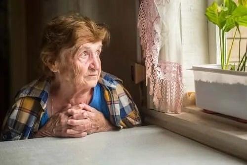 Singurătatea la bătrâni: cum le afectează sănătatea