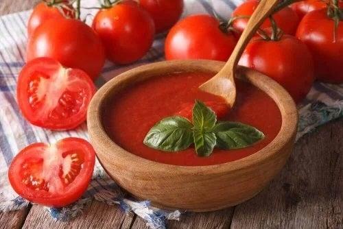 Supă cremă de roșii proaspete