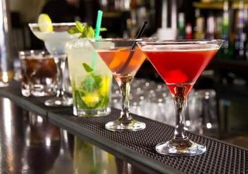 Băuturi alcoolice pe bar