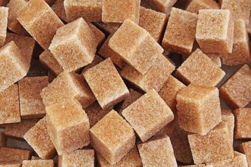 Cuburi de zahăr brun
