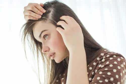 De ce apare albirea părului?