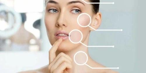 Fată care ia în calcul liftingul facial fără operație