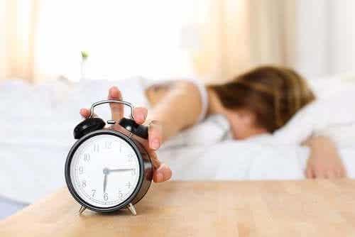 3 motive pentru care te trezești obosit
