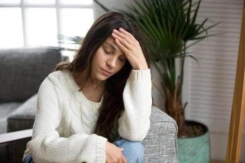 Femeie afectată de medicamentele care provoacă somnolență