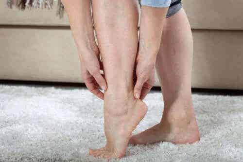 Cum poți să tratezi picioarele grele?