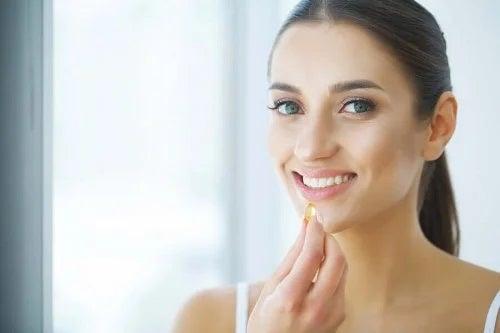 Femeie care profită de utilizarea suplimentelor cu probiotice