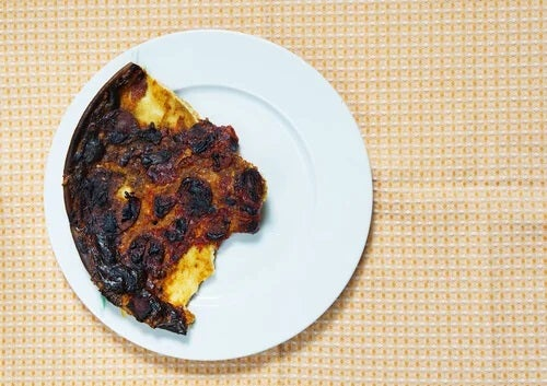 Farfurie cu mâncare arsă