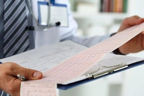 Medic care analizează efectele alcoolului asupra inimii