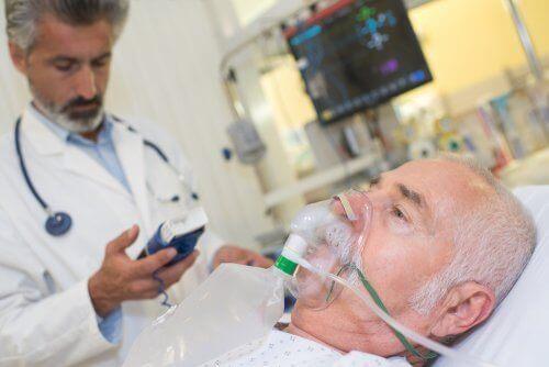 Medic oferind informații esențiale despre halotan unui pacient