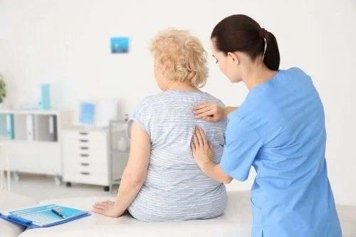 Medic care se îngijește de sănătatea bătrânilor