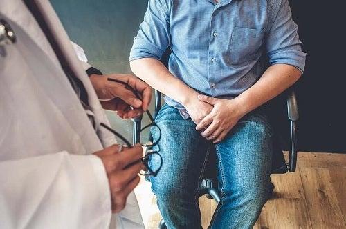 Medic care analizează simptomele cistitei la bărbați