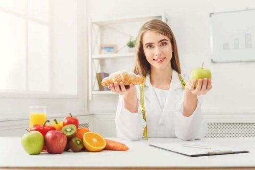 Nutriționist oferind sfaturi pentru reducerea consumului de zahăr