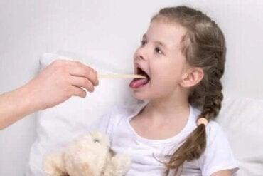 Cauzele și simptomele laringitei