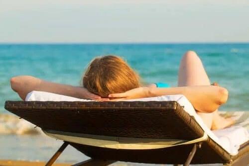 Soarele este printre cauzele hiperpigmentării pielii