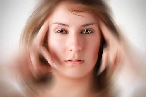 Femeie care profită de utilizările medicamentului difenidol
