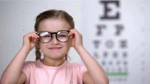 Cum să detectezi astigmatismul la copii