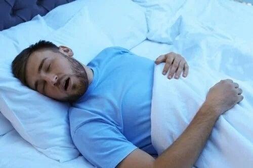 Bărbat care doarme