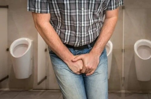 Bărbat cu infecție urinară