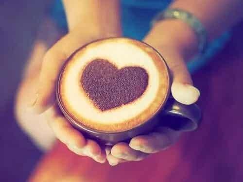 Relația dintre cafea și infarct: pozitivă sau negativă?