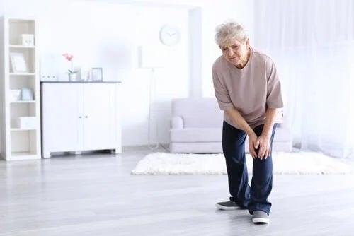 Femeie care are cele mai frecvente întrebări despre artrită