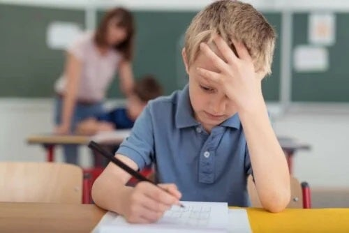Copil care are o migrenă